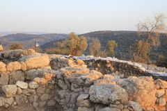 Взгляд от Khirbet Qeyafa к Tel Suqo в холмах Judeia Стоковая Фотография RF