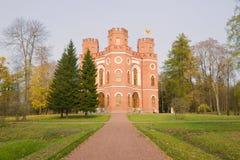 Взгляд павильона арсенала в парке Александра Tsarskoe Selo на день в октябре Стоковые Фотографии RF