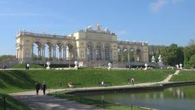 Взгляд павильона дворца Gloriette Парк на дворце Schenbrunn, Вене