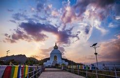 Взгляд пагоды мира, на фоне неба захода солнца стоковое фото rf