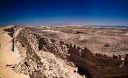 Взгляд панорамы к Аральскому морю от оправы плато Устюрта около накидки Duana, Karakalpakstan, Узбекистана Стоковые Фото