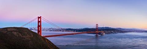 Взгляд панорамы моста золотого строба на twilight времени Стоковое Изображение RF
