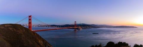 Взгляд панорамы моста золотого строба на twilight времени Стоковая Фотография