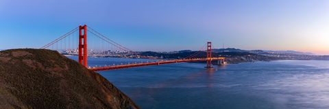 Взгляд панорамы моста золотого строба на twilight времени Стоковое Изображение
