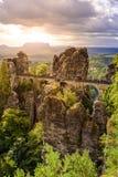 Взгляд панорамы на мосте Bastei Bastei известно для красивой горной породы в Saxon национальном парке Швейцарии, близко стоковая фотография rf