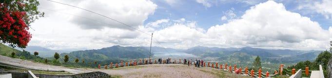Взгляд панорамы от верхней части холма смотря на озеро, озеро Lut Tawar, Ачех, Индонезию Стоковые Фотографии RF