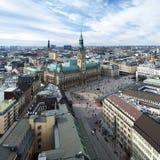 взгляд панорамы hamburg здание муниципалитет стоковые изображения rf