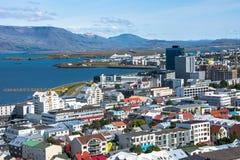Взгляд пейзажа Reykjavik столица Исландии в сезоне лета Стоковая Фотография