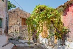 Взгляд переулка в Sinarades на Корфу в Греции стоковые изображения