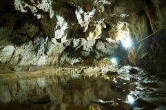 Взгляд пещеры Polovragi от Gorj County, в Oltenia, Румыния Стоковая Фотография