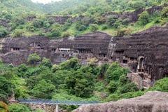 Взгляд пещер Ajanta, вырезанных в скале буддийских памятников стоковое фото