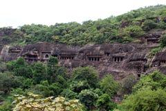 Взгляд пещер Ajanta, вырезанных в скале буддийских памятников стоковое изображение rf