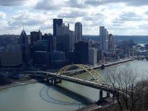 Взгляд Питтсбург от реки Mt Вашингтона Allegheny стоковые фотографии rf