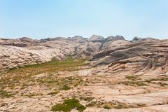Взгляд плато перед горами в Казахстане стоковая фотография rf