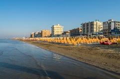 Взгляд пляжа и городка Марины Igea на Адриатическом море co стоковое фото rf