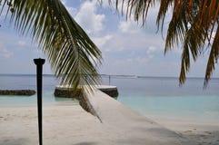 Взгляд пляжа острова Мальдивов Стоковые Изображения RF