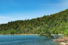 Взгляд пляжа с белым песком, Koh Chang, Таиланд Стоковое Фото