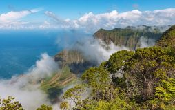 Взгляд побережья Кауаи Гавайских островов napali стоковые изображения rf