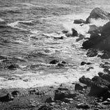 Взгляд побережья океана, идеальное перемещение и назначение праздника стоковые фото