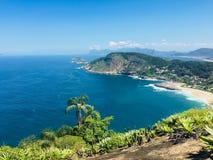 Взгляд побережья Itacoatiara от пляжа Стоковые Изображения RF