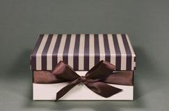 взгляд подарка коробки передний Стоковые Фотографии RF