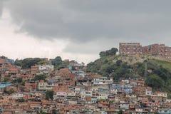 Взгляд показывает трущобу El Valle, Венесуэлы стоковое фото rf