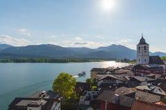 Взгляд портового района St Вольфганга с озером Wolfgangsee, Австрией Стоковое Изображение RF