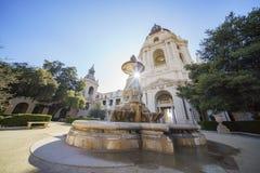 Взгляд после полудня красивой городской ратуши Пасадина на Лос-Анджелесе, Калифорния стоковая фотография