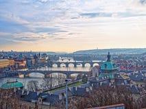 Взгляд Праги, свои мосты многократной цепи через реку Влтавы от высот садов Leten Стоковая Фотография RF