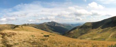 Взгляд прикарпатских гор Украина панорамно стоковые фотографии rf
