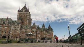 Взгляд промежутка времени променада Квебека (город) с известной гостиницой Frontenac замка видеоматериал