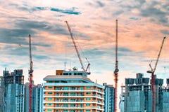 Взгляд птицы над городским пейзажем и строительной площадкой включая несколько Стоковое фото RF