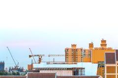 Взгляд птицы над городским пейзажем и строительной площадкой включая несколько Стоковые Фотографии RF