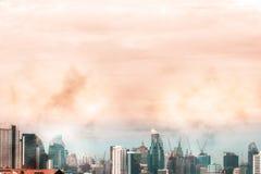 Взгляд птицы над городским пейзажем и строительной площадкой силуэта Стоковое Изображение RF