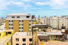 Взгляд птицы над городским пейзажем с солнцем и облаками в утре Стоковая Фотография