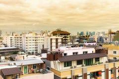 Взгляд птицы над городским пейзажем с солнцем и облаками в утре Стоковые Фотографии RF