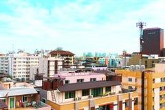 Взгляд птицы над городским пейзажем с солнцем и облаками в утре Стоковые Фото