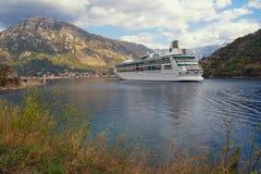 Взгляд рапсодии туристического судна морей Черногория, залив Kotor Стоковое Изображение