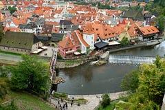 Взгляд реки Влтавы и средневекового города Cesky Krumlov стоковая фотография rf