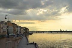 Взгляд реки Neva в Санкт-Петербурге стоковая фотография