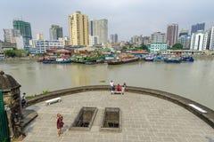 Взгляд реки pasig января 21,2018 туристский waching Манилы от палубы взгляда Сантьяго форта, Intramuros, Манилы Стоковые Изображения RF