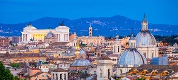 "Взгляд Рима от Castel Sant ""Angelo на голубом часе Cityscap Рима, Италия, Европа стоковые изображения"
