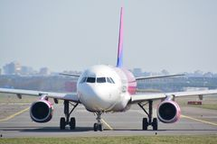 Взгляд самолета WizzAir Стоковые Фото