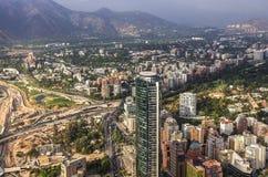 Взгляд Сантьяго de Чили с горной цепью Лос Анд в задней части Стоковое фото RF