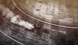 Взгляд сверху антенны от трутня Профессиональный автомобиль смещения водителя дальше Стоковая Фотография RF