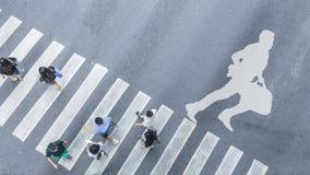 Взгляд сверху белого символа с бизнесменом бежит с портфелем o Стоковая Фотография