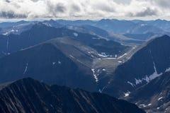 Взгляд сверху больших гор в субполярном Урале Стоковые Фото