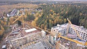 Взгляд сверху видит строительную площадку многоэтажного здания бетона армированного зажим Взгляд сверху строительной конструкции Стоковые Изображения RF