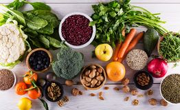 Взгляд сверху выбранной здоровой и чистой еды стоковая фотография rf