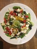Взгляд сверху греческий салат классицистическо стоковое фото rf